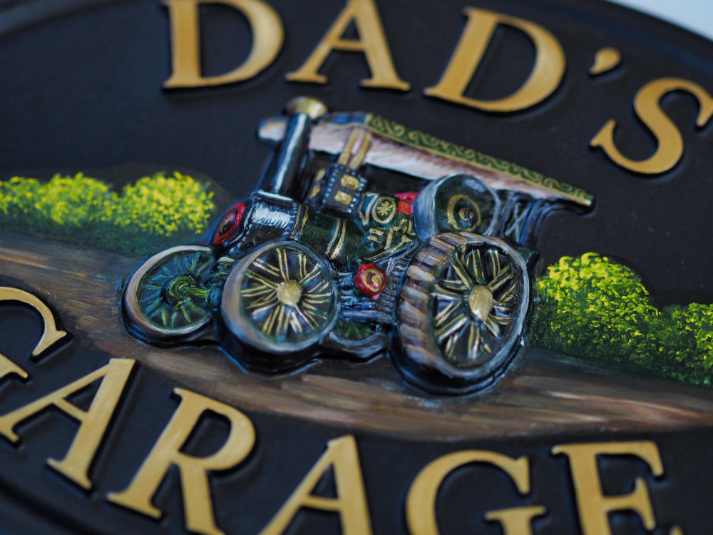 Traction Engine close-up. house sign